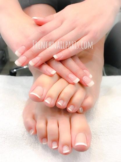 Profitez d'une mise en beauté des mains et pieds associée d'un vernis classique french pour des ongles fins et naturels d'empreints d'élégance !