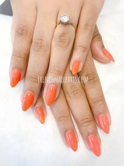 Envie d'une pose résine pour les ongles des mains que vous pouvez agrémenter d'un vernis permanent afin de les mettre en valeur ?