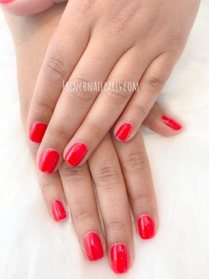 Profitez d'une pose vernis permanent qui met en valeur vos mains et sublime vos ongles.