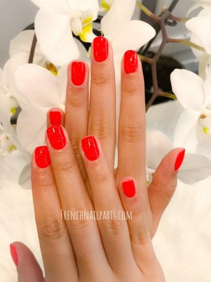 Profitez d'une mise en beauté de vos mains en profitant de la pose vernis permanent.
