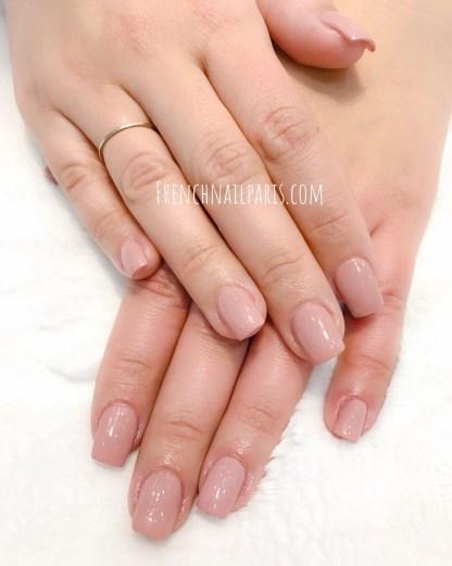 Craquez pour la pose résine des mains associée d'un vernis classique superbement réalisée par des expertes qui fait tout la différence.