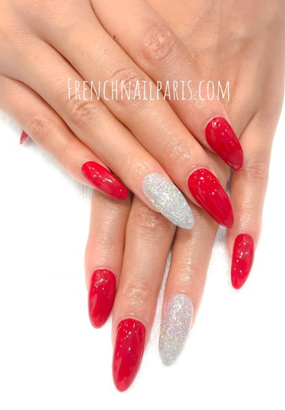 Entre les mains de ces professionnelles de la beauté, laissez vous aller pour unremplissage résinedes mains avec vernis permanent qui sublimera vos ongles.