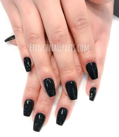 Optez pour leremplissage résinedes mains avec vernis permanent qui sublimera vos ongles.
