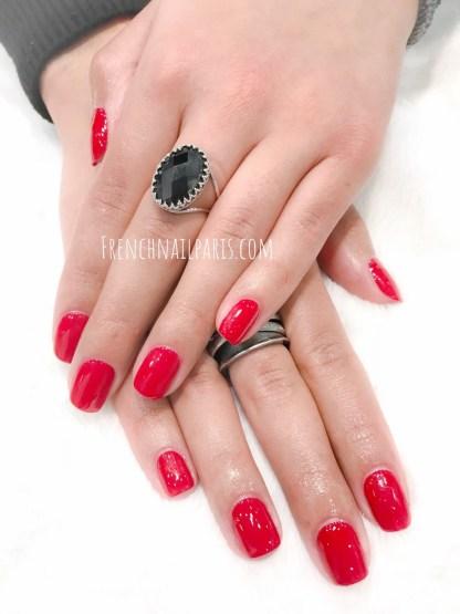 Profitez d'une pose de vernis semi permanent afin que votre beauté des mains s'illumine !