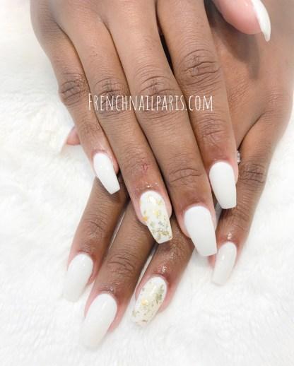 Offrez une mise en beauté d'exception par la pose d'ongles résine associée à un vernis semi permanent pour arborer des ongles sublimés.
