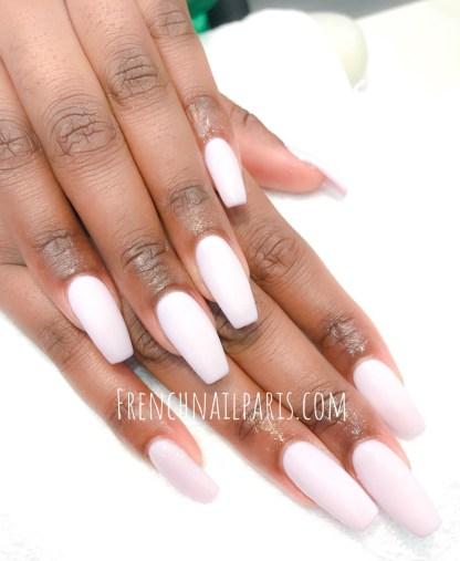 Redonnez éclat à vos ongles en profitant d'une pose d'ongles résine associée à un vernis semi permanent spécialement concoctée pour les sublimer.