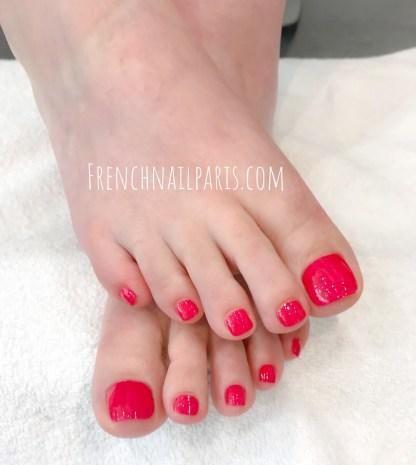 Savourez un délicieux instant de détente rien que pour vous et profitez-en pour faire votre beauté des pieds associée à un vernis semi permanent.