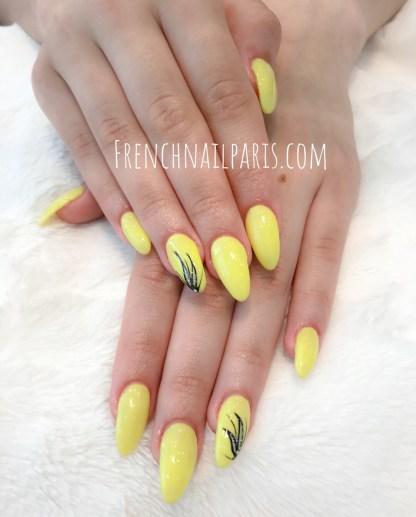 Envie d'avoir des mains de fée ? Sublimez-les avec une pose d'ongles résine associée à un vernis semi permanent spécialement concoctée pour les magnifier.