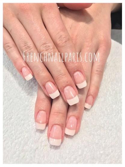 Beauté des mains avec vernis semi-permanent french