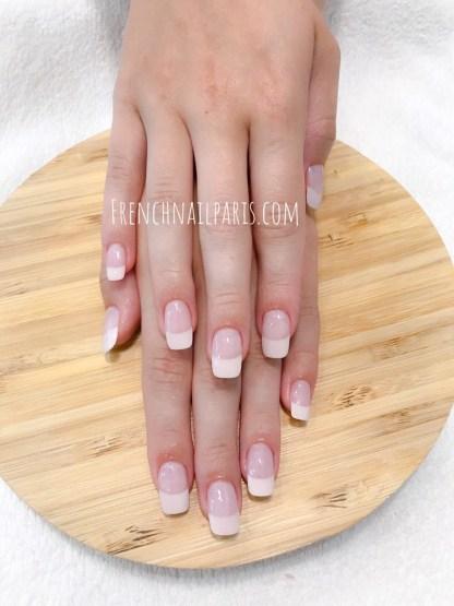 Offrez une mise en beauté d'exception pour vos mains avec lapose de vernis semi permanent french manucure pour une touche de douceur et de soin qui vous ravira.