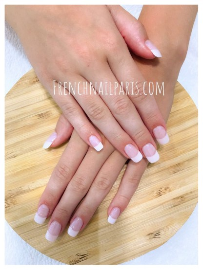 Pose vernis semi-permanent french des mains