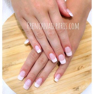 Pose vernis semi-permanent french des mains
