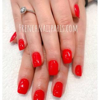 Pose ongle gel mains avec vernis couleur