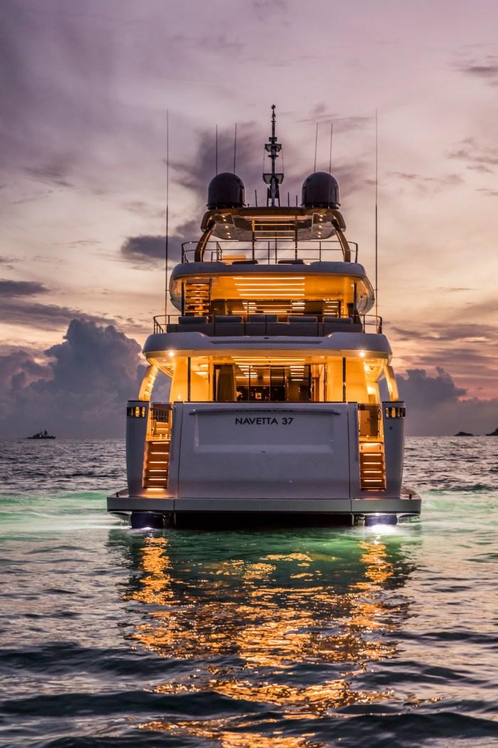 navetta-37-yacht-stern