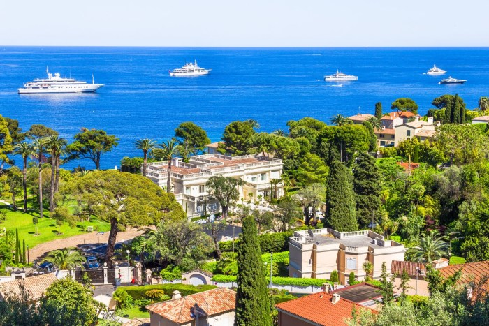 Luxury property and yachts on Cap Ferrat