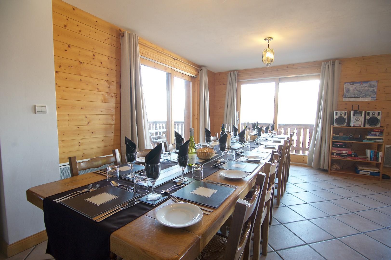 Anniek Dining Room