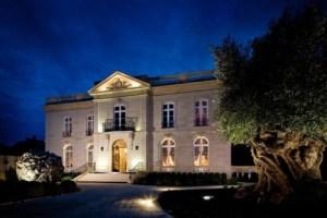 Grande Maison de Bernard Magrez at night