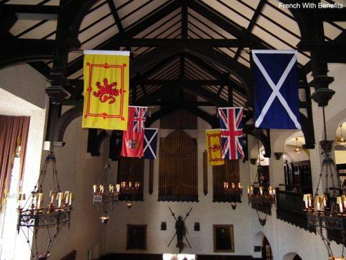 casa-loma-drapeaux