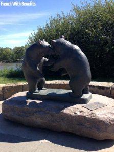 Statues d'ours, il y en a en fait plusieurs dans le parc.