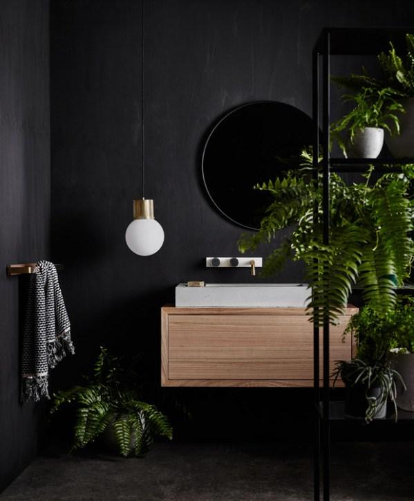 Osez les couleurs sombres dans la salle de bain frenchy for Salle bain sombre