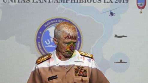 El almirante Craig Faller participa en una rueda de prensa para presentar los ejercicios militares Sexagésima Unitas en Río de Janeiro(Foto: Marcelo Sayão / EFE)