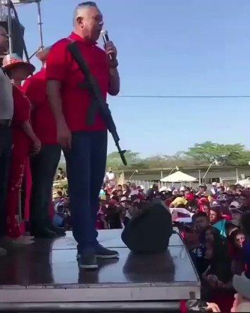 Pedro Carreño amenaza a los EEUU, ante una concentración chavista en Paraguachón, La Guajira