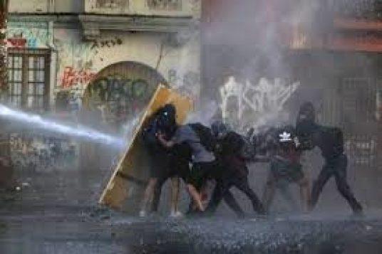 Resumen Latinoamericano. Chile: Jóvenes de Primera Línea