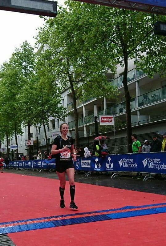 Julie à l'arrivée du Marathon de Nantes
