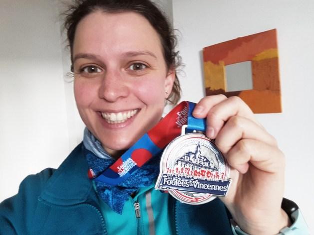 Tamara fière avec sa médaille