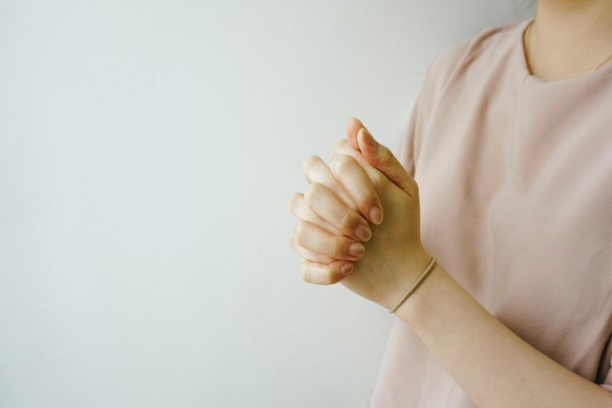 Quelle est la bonne attitude à adopter pour s'approcher de Dieu dans la prière ?