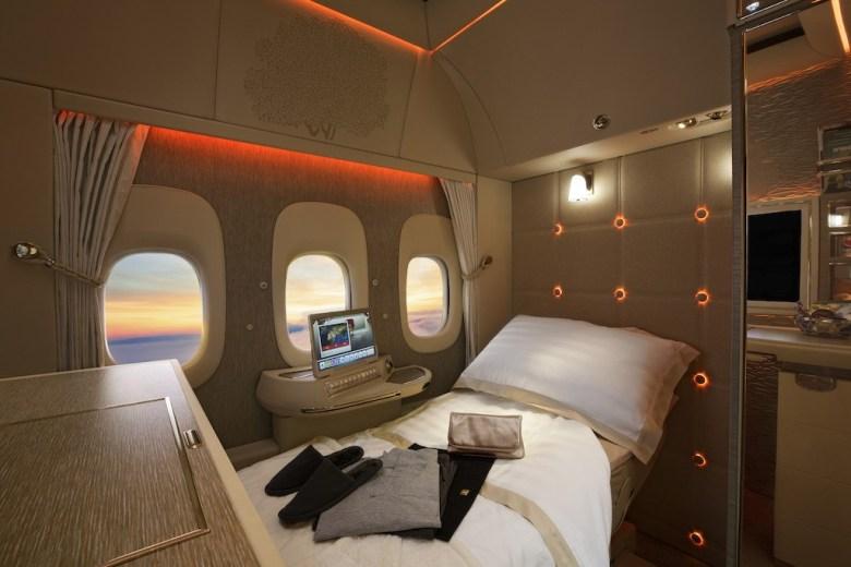 fremtidens luftfart hos emiratesEmirates First Class pysjamas Emirates lanserer høstkampanje
