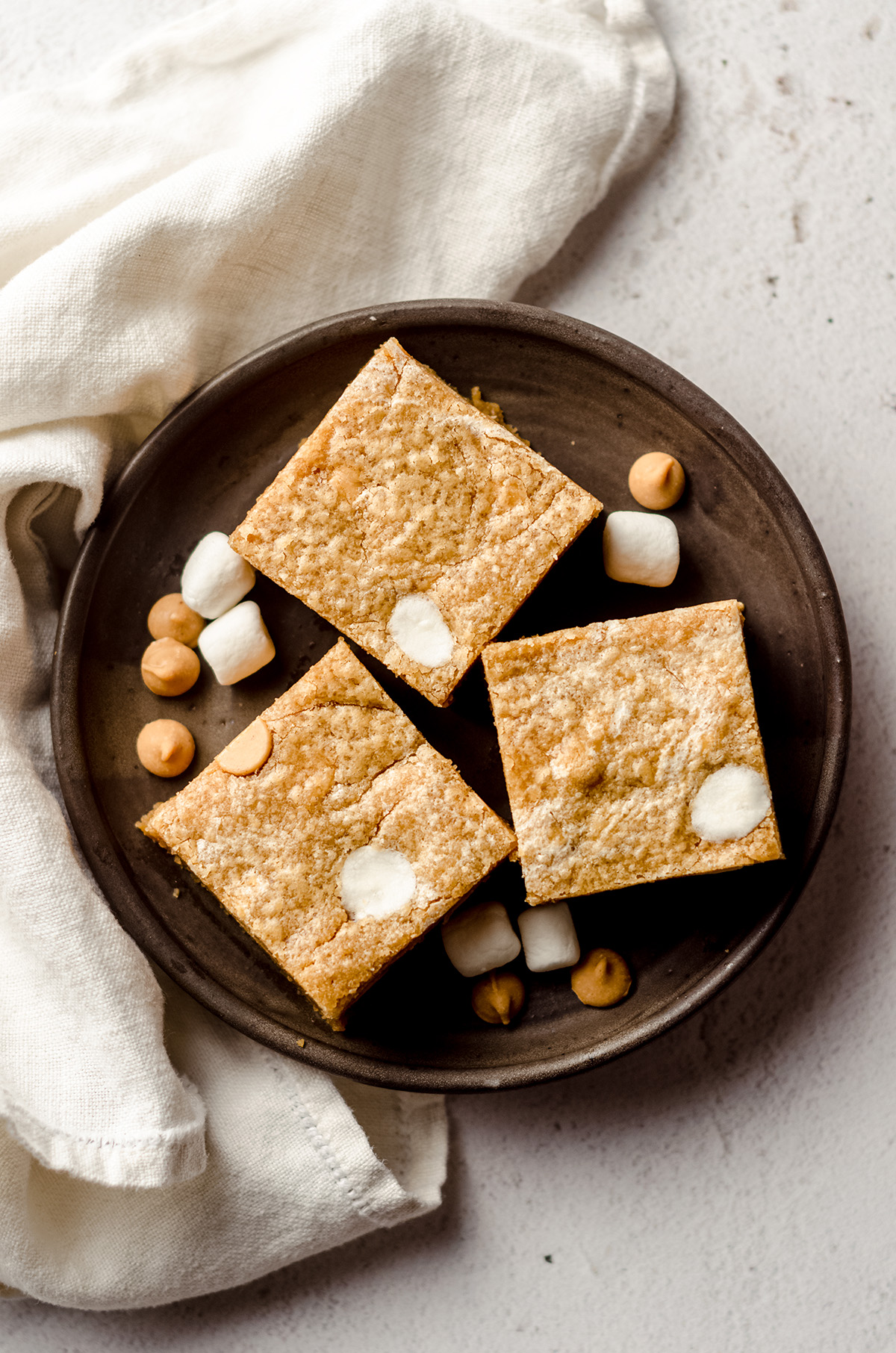 aerial photo of fluffernutter bars on a plate