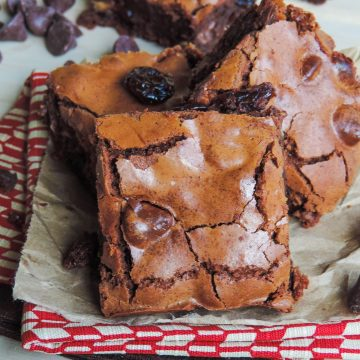 Chocolate Cherry Chunk Brownies: Chewy, fudgy, from scratch brownies studded with plump dried cherries and cherry-filled chocolate morsels. A chocolate cherry dream!