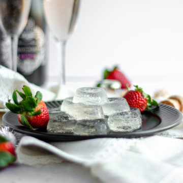Champagne Jell-O Shots: Easy Jell-O shots made with flavored seltzer, champagne of your choice, and vodka.
