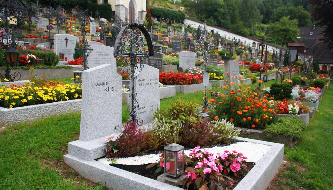 Gravesite decoration ideas With Flower