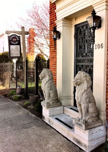 The Benefits & Meaning of Lion Statue in the Front Porch Images