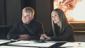 The late Philip Seymour Hoffman and Julianne Moore give MOCKINGJAY - PART 1 some watchability.