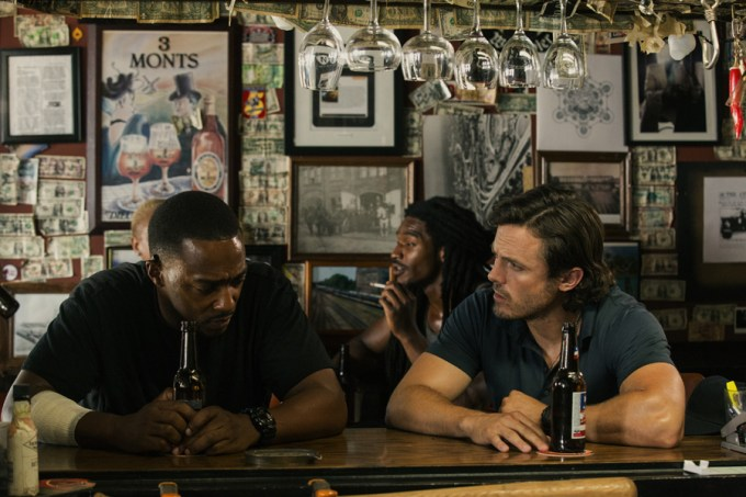 (Left to right) Anthony Mackie and Casey Affleck in TRIPLE 9.
