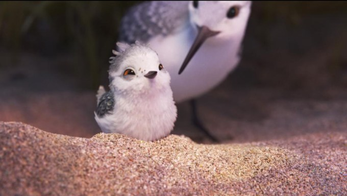 Piper and her momma in PIPER. Courtesy of Disney-Pixar.