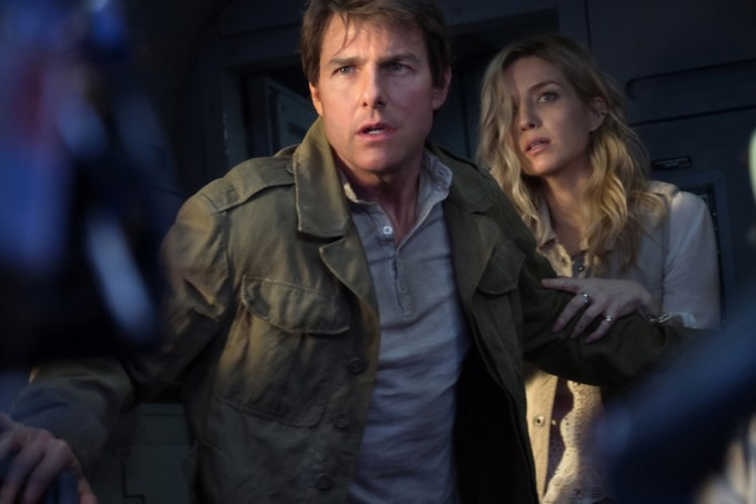 Tom Cruise and Annabelle Wallis in THE MUMMY. Courtesy of Universal Pictures.