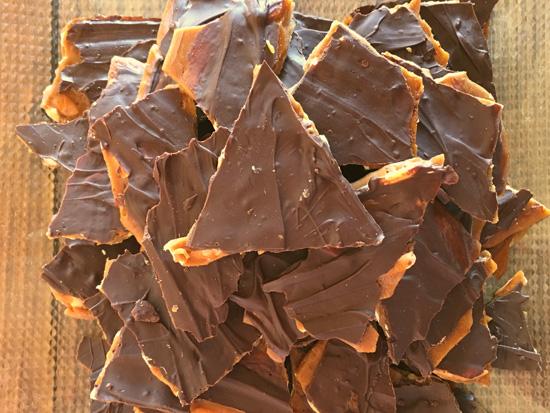 10-Minute Chocolate Almond Toffee recipe at FreshFoodinaFlash.com