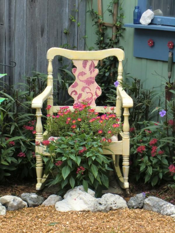 Dekoideen Garten mit alten Stühlen, die das Exterieur ...