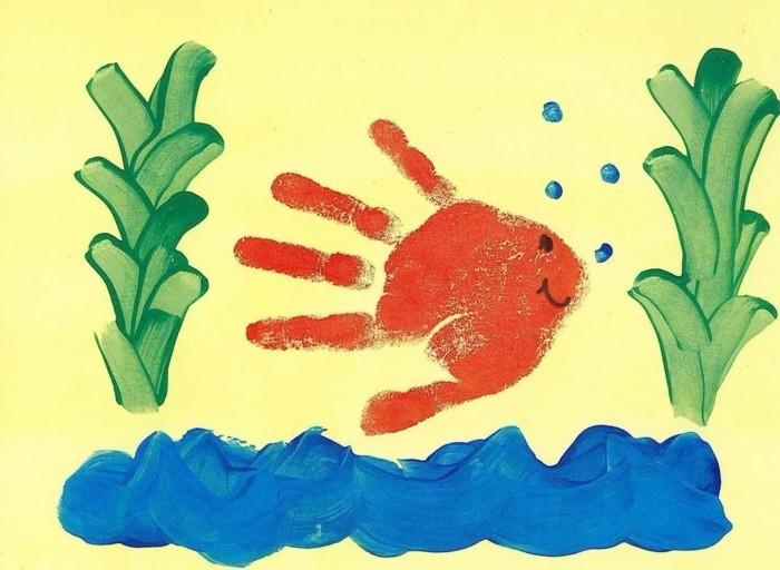 Vatertagsgeschenk Aus Fingerfarben Baum Mit Kinderhanden Auf Einem