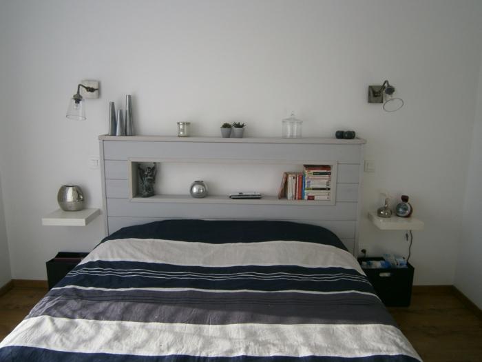 tete de lit avec une etagere