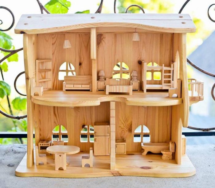 maison de poupee en bois avec meubles en bois