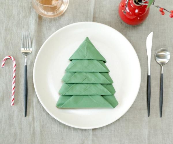Pliage Serviette Noel Pour Un Arrangement Sophistique De La Table De Noel