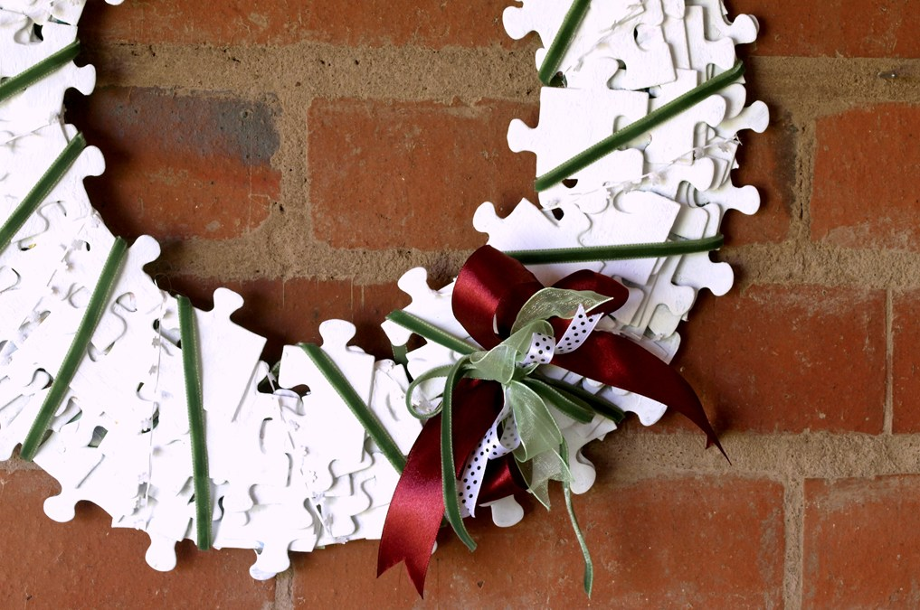 Puzzle Wreath – Piece Together a Christmas Welcome