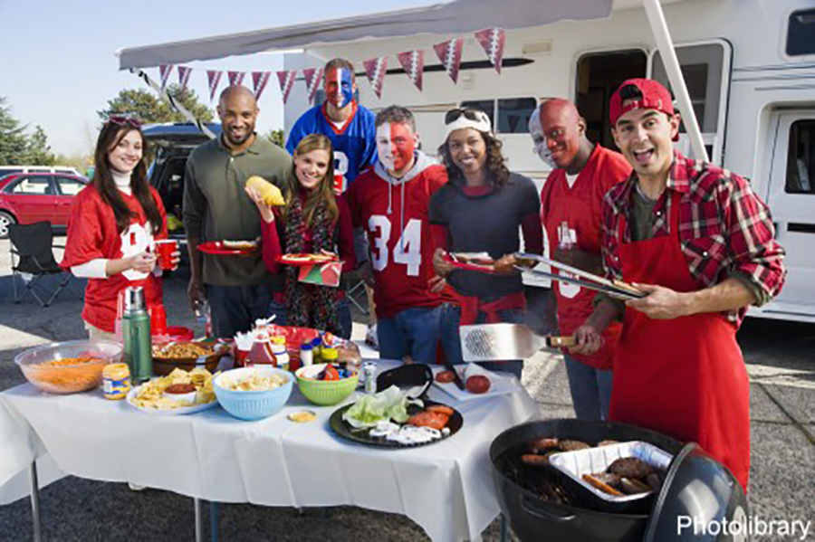 tailgating-football-fans