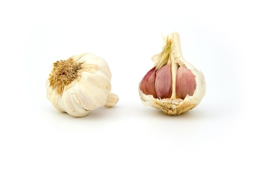 Garlic promotes health and is a natural antibiotic remedy