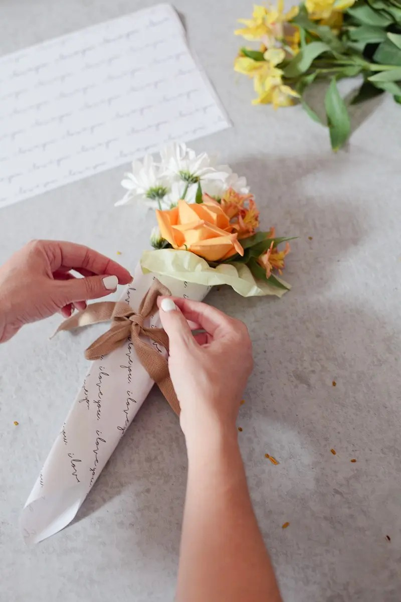 DIY Mini Floral Bouquet - Easy and Creative Bundles from Grocery Store Flowers and a FREE printable!